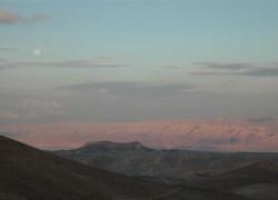 ירח מעל הרי מואב